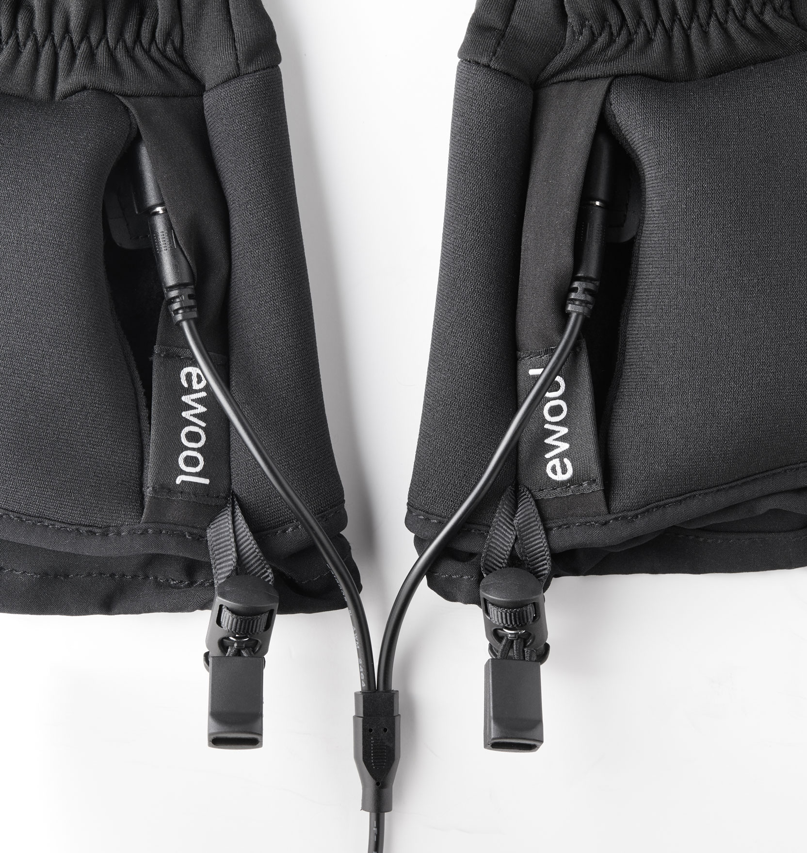 ewool® heated glove liners charging